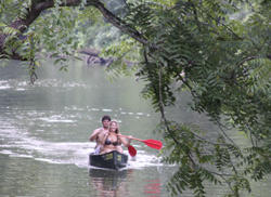 Couples Canoeing Hocking Hills